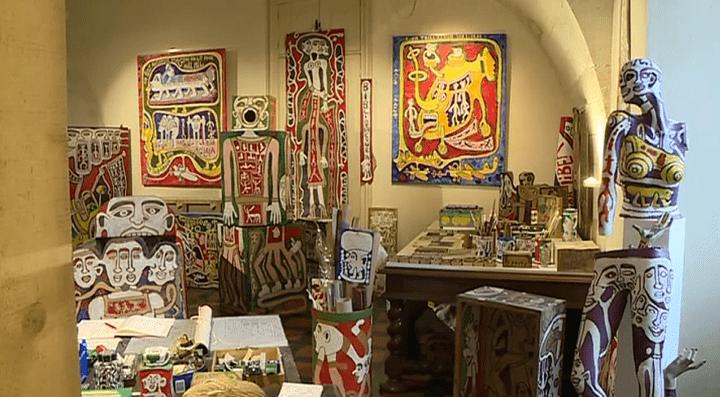 L'exposition prend la forme d'une reconstitution de l'atelier parisien de l'artiste.  (France 3 / Culturebox)
