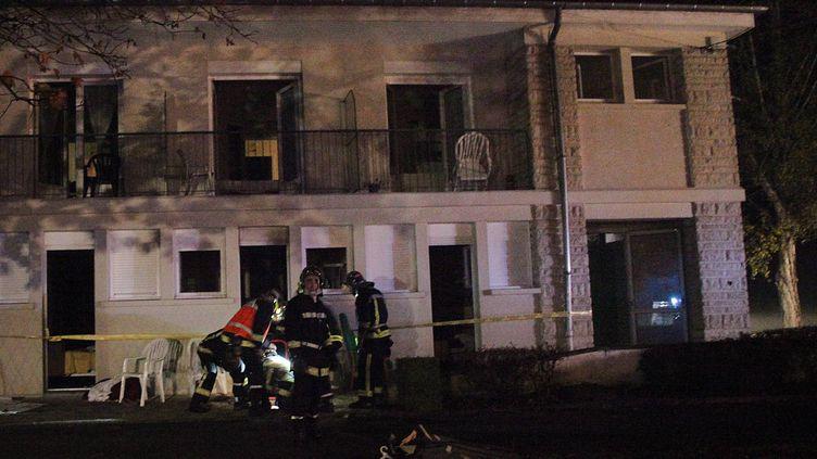 """Un incendie mortel a touché la maison de retraite """"Les Flots"""" de La Rochefoucauld (Charente) dans la nuit de jeudi 17 à vendredi 18 novembre 2011. (CÉLINELEVAIN / SUD OUEST / MAXPPP)"""