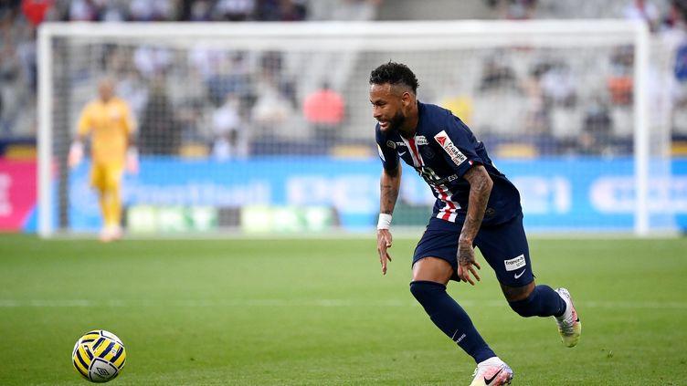 Neymar, seul buteur en finale de Coupe de la Ligue contre Lyon (1-0), doit porter le PSG en demi-finales de Ligue des Champions. (FRANCK FIFE / AFP)