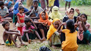 Des réfugiés birmans rohingyas dans un camp d'accueilà Cox's Bazar au Bangladesh, le 30 août 2017. (MOHAMMAD PONIR HOSSAIN / REUTERS)