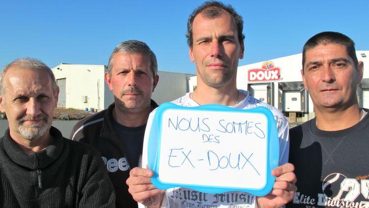 Jean-Marie, Christian, Tanguy et Bertrand, quatre anciens salariés de Doux,posent devant l'abattoir de Graincourt-lès-Havrincourt (Pas-de-Calais), le 10 octobre 2012. (YANN THOMPSON / FTVI)