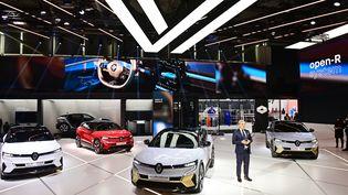Présentation presse de la Renault Mégane E-TECH Electric par le patron de la marque au losange Luca de Meo, au salon international de l'automobile, à Munich, en Allemagne, le 6 septembre 2021. (TOBIAS SCHWARZ / AFP)
