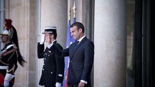 Emmanuel Macron sur le perron de l'Elysée, le 16 juin 2017 (NICOLAS MESSYASZ/SIPA / NICOLAS MESSYASZ)