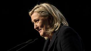 Marine Le Pen prend la parole à Hénin-Beaumont (Pas-de-Calais), le 13 décembre 2015, lors du second tour des élections régionales. (DENIS CHARLET / AFP)