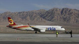 Un avion sur le tarmac de l'aéroport international Ramon, près d'Eilat en Israël, le 21 janvier 2019. (MENAHEM KAHANA / AFP)
