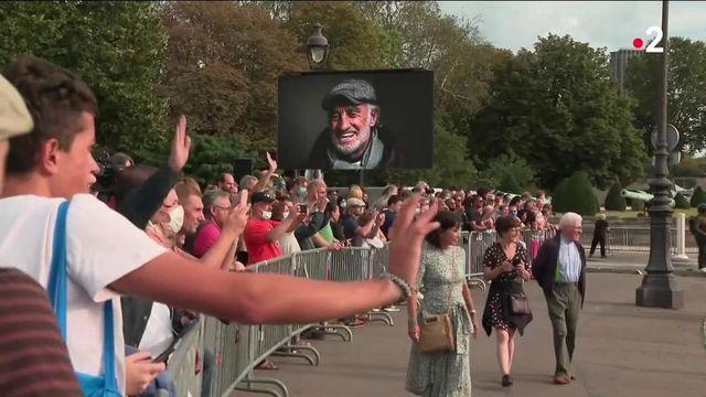 Mort de Jean-Paul Belmondo : en deuil, les Français rendent hommage à l'acteur