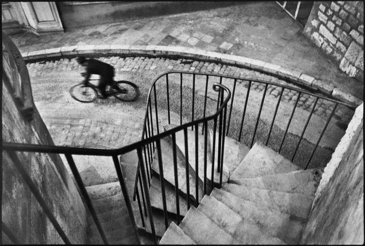 France. Département du Var. Hyères. 1932. (HENRI CARTIER-BRESSON / MAGNUM PHOTOS, COURTESY FONDATION HENRI CARTIER-BRESSON)