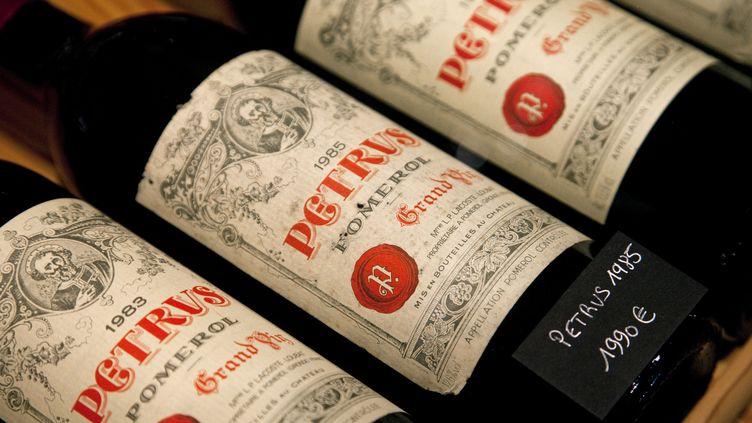 Bouteilles de vin du Château Petrus, à la cave d'Ulysse à Margaux (Gironde), le 12 août 2018. (PHILIPPE ROY / PHILIPPE ROY)