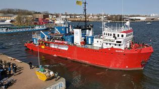 "Le navire de sauvetage ""Sea-Eye '"" de l'ONG Sea-Eye, samedi 17 avril 2021 à Rostock (Allemagne). (BERND WUSTNECK / DPA-ZENTRALBILD / AFP)"