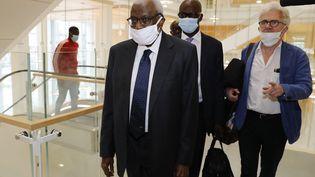 L'ancien patron de l'athlétisme mondial, Lamine Diack, arrive au tribunal correctionnel de Paris, le 8 juin 2020. (THOMAS SAMSON / AFP)
