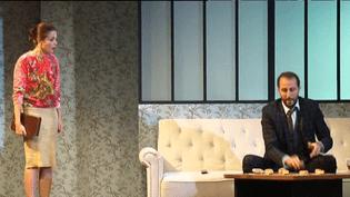 """Barbara Schultz joue la """"Perruche"""" au Théâtre de Paris.  (France2/culturebox)"""