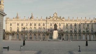 La rédaction du 13 heures vous emmène à la découverte des plus belles places de France. Dimanche 27 juin, la place Stanislas, à Nancy (Meurthe-et-Moselle), classée au Patrimoine mondial de l'humanité. (CAPTURE ECRAN FRANCE 2)