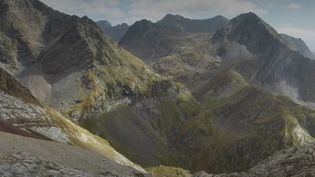 Dans les Hautes-Pyrénées, le glacier de l'Ossoue est voué à disparaître d'ici 2040. Une fonte accélérée par le réchauffement climatique toujours plus rapide. (FRANCE 2)
