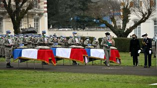 Florence Parly, ministre des Armées, lors de la cérémonie d'hommage national, le 5 janvier 2021, au 1er régiment de chasseurs à Thierville-sur-Meuse, pour le maréchal des logis Tanerii Mauri, les brigadiers Quentin Pauchet et Dorian Issakhanian, morts pour la France au Mali. (ALEXANDRE MARCHI / MAXPPP)