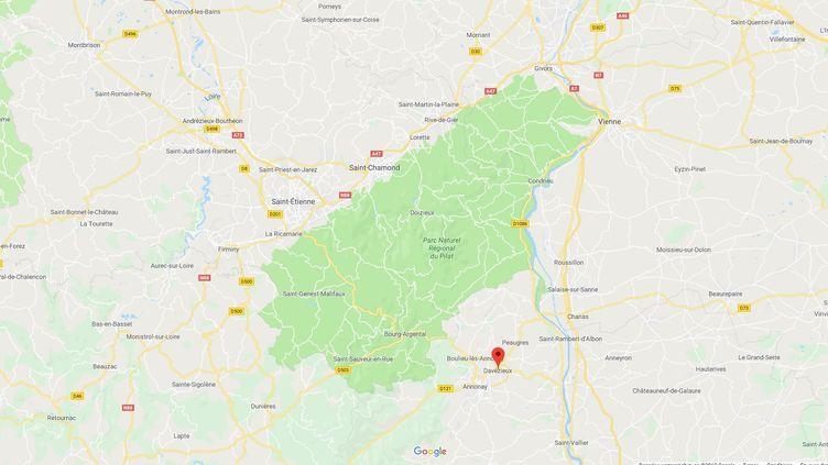 Les malfaiteurs ont braqué une agence bancaire à Davézieux, à quelques kilomètres au nord d'Annonay (Ardèche). (FRANCEINFO / RADIOFRANCE)