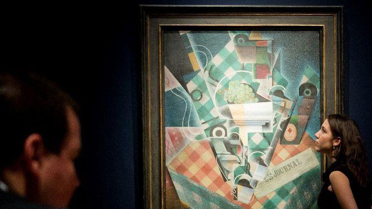 """""""Nature morte à la nappe à carreaux"""" (1915) de l'artiste cubiste espagnol Juan Gris  (Leon Neal / AFP)"""