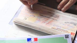 L'Assemblée natrionale a rétabli la durée de validité des chèques de six mois à un an, mercerdi 28 septembre. (PHILIPPE TURPIN / PHOTONONSTOP / AFP)