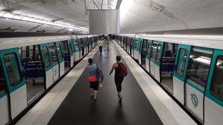 Une station de métro, à Paris. Photo d'illustration. (OLIVIER BOITET / MAXPPP)