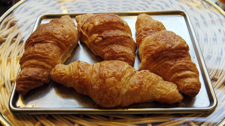 Selon de très sérieuses études marketing menées par la chaîne, les Britanniques ont en effet du mal à tartiner jusqu'à leurs extrémités les croissants classiques. (FRANCOIS GUILLOT / AFP)