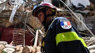 Un secouriste français de la protection civile, le 6 août 2020, à Beyrouth, au Liban. (AFP)