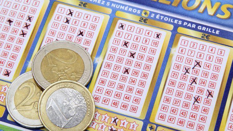 En mars, un habitant de Seine-et-Marne avait gagné 132 millions d'euros, le record pour un Français en 2013. (CHRISTOPHE LEHENAFF / PHOTONONSTOP)