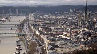 La ville de Rouen (Seine-Maritime) a finalement été préférée à Caen comme préfecture de la nouvelle région Normandie. (CHARLY TRIBALLEAU / AFP)