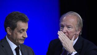 L'ancien président de la République, Nicolas Sarkozy, et l'ex-ministre de l'Intérieur, Brice Hortefeux, lors d'un Conseil national des Républicains à Paris, le 13 février 2016. (LIONEL BONAVENTURE / AFP)