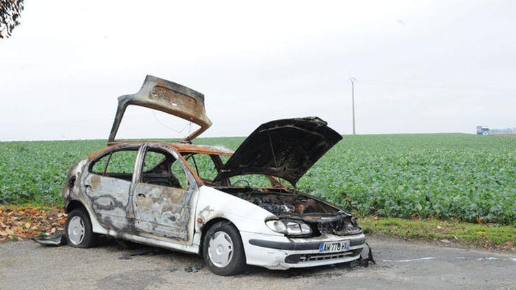 Une voiture incendiée près de Meaux. (MAXPPP)