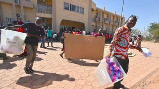 La préparation des élections générales à Ouagadougou (Burkina Faso), samedi 21 novembre 2020. (ISSOUF SANOGO / AFP)