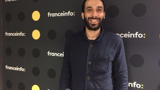 L'humoriste et animateur Mustapha El Atrassi. (RADIO FRANCE / SOPHIE BRIA)