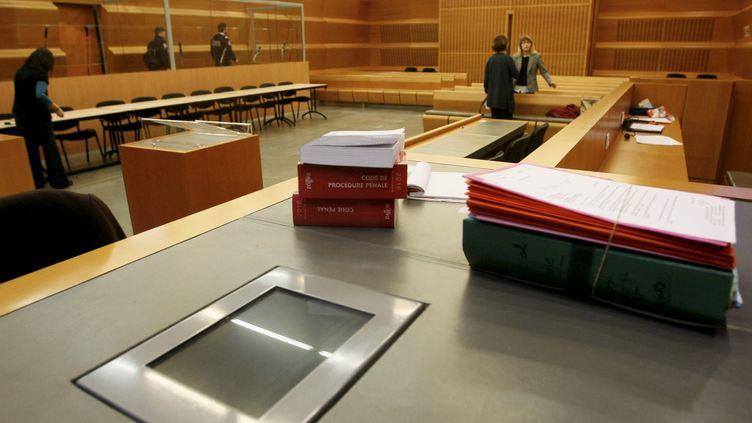 Le palais de justice de Grenoble, jeudi 4 février 2016, pendant le jugement de l'affaire Bernadette Dimet, accusée d'avoir tué son mari violent en 2012. (MAXPPP)