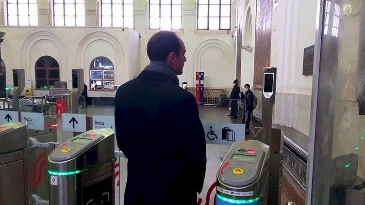 La ville de Moscou (Russie) a adopté la reconnaissance faciale dans le métro. Les voyageurs n'ont donc plus besoin de carte ou de ticket pour payer leur trajet. (CAPTURE D'ÉCRAN FRANCE 3)