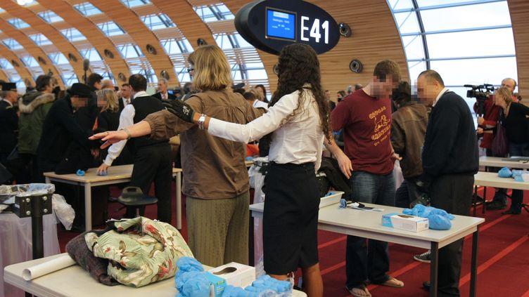 Neo Sécurité est notamment spécialisé dans la sécurité des aéroports. (Roissy Charles de Gaulle, décembre 2009) (PIERRE VERDY / AFP)