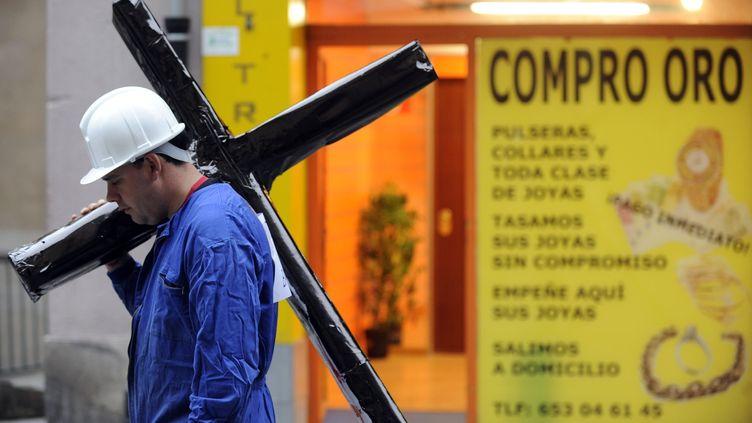Un chômeur lors d'une manifestation le 3 avril 2012, à Pampelune (Espagne). (RAFA RIVAS / AFP)