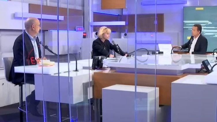 Jean-Jérôme Bertolus et Carole Barjon avec Marc Fauvelle à franceinfo le 2 mars 2021 (FRANCEINFO / RADIO FRANCE)