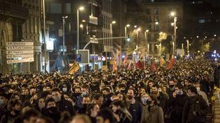 Des manifestants contre l'incarcération du rappeur Pablo Hasel à Barcelone, en Espagne, le 20 février 2021. (JORDY BOIXAREU / SPUTNIK)