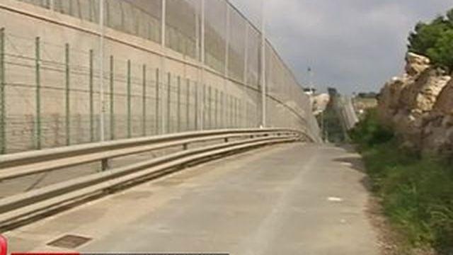 Europe : des murs aux frontières pour limiter l'afflux de migrants