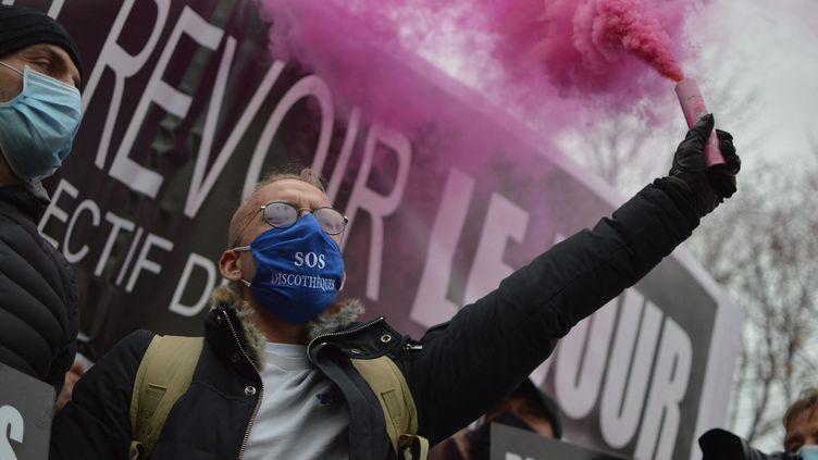 Restaurateurs, hôteliers et gérants de discothèques réclament la réouverture de leurs établissement le 14 décembre à Paris. (VICTOR VASSEUR / RADIOFRANCE)