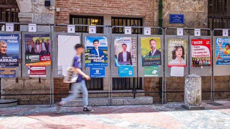 Des affiches pour les élections régionales à Perpignan (Pyrénées-Orientales), le 16 juin 2021. (ARNAUD LE VU / HANS LUCAS / AFP)