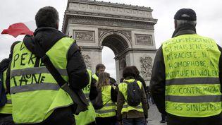 """Des """"gilets jaunes"""" manifestent à Paris, le 16 mars 2019. (GEOFFROY VAN DER HASSELT / AFP)"""