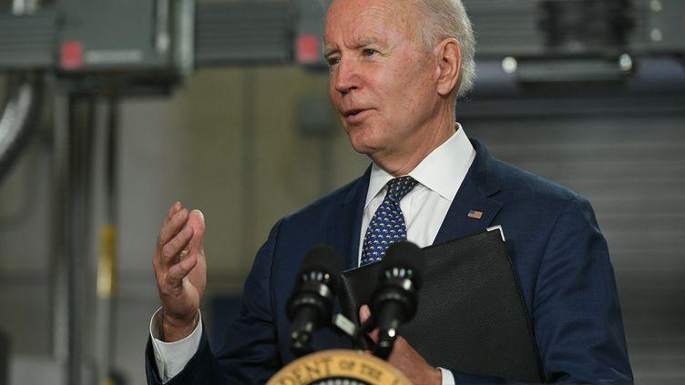 Le président des Etats-Unis Joe Biden, le 3 mai 2021 à Norfolk, en Virginie. (MANDEL NGAN / AFP)