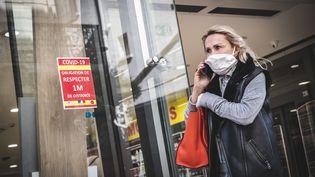 Les pharmacies peuvent désormais vendre des masques grand public. (FREDERIC DIDES / HANS LUCAS / AFP)