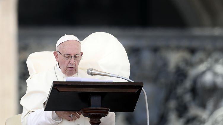 Le pape François, le 12 août 2018, au Vatican. (FILIPPO MONTEFORTE / AFP)