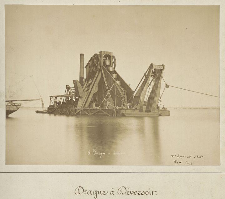 Une drague à déversoir utilisée sur le chantier du Canal de Suez  (Archives nationales du monde du travail (Roubaix))