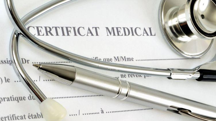Les parents n'ont pas à fournir de certificat médical pour le retour à l'école (photo d'illustration). (RICHARD VILLALON / MAXPPP)
