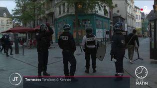 Des policiers à Rennes. (France 2)
