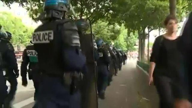 Moins de manifestants contre la loi Travail à Paris et quelque arrestations devant l'Assemblée