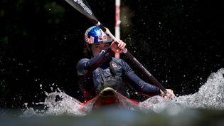 Nouria Newman, ici en 2017 lors d'une sortie en Nouvelle-Zélande, est l'une des meilleures kayakistes extrême mondiale, hommes et femmes confondues. (WWW.REDBULLMEDIAHOUSE.COM)