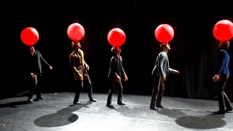 """""""Liaison Carbone"""" par la compagnieLes Objets Volants au Festival Off d'Avignon  (France3 / Culturebox)"""