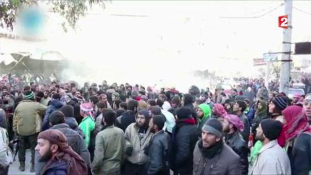 Syrie : l'évacuation des civils et des combattants suspendue à Alep